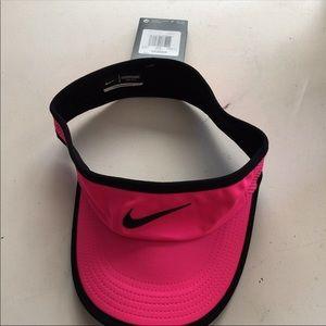 Nike Featherlight Dri-Fit Sun Visor